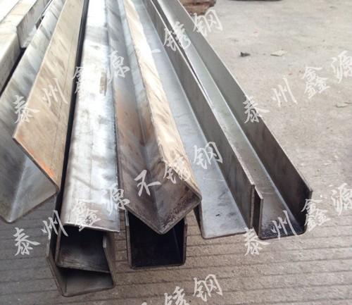 3个厚的钢板折弯u型槽钢加工完成
